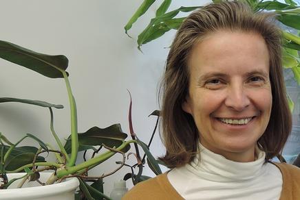 Die Allergieforscherin Ines Swoboda in ihrem Büro