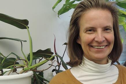 Allergieforscherin Ines Swoboda in ihrem Büro